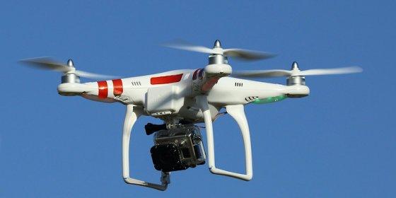 Pilotar un dron sin el permiso pertinente entraña el risgo de multas de hasta 225.000 euros