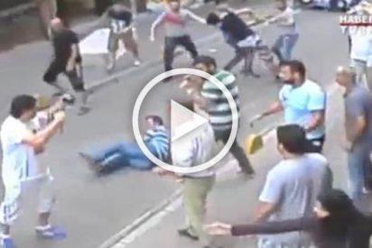 Un forzudo turista irlandés se pelea con todo un barrio en Estambul y corre a puñetazos a los turcos