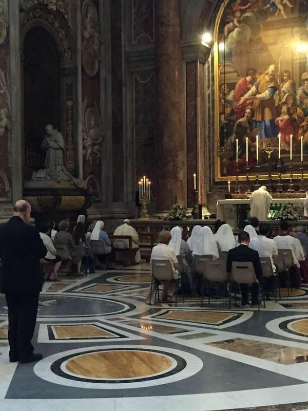El Papa asiste como fiel a una misa en memoria de San Pío X
