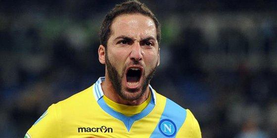 Gonzalo Higuaín rechaza al Nápoles
