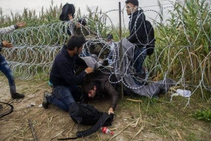 Aparecen más de 50 refugiados muertos en un camión en Austria