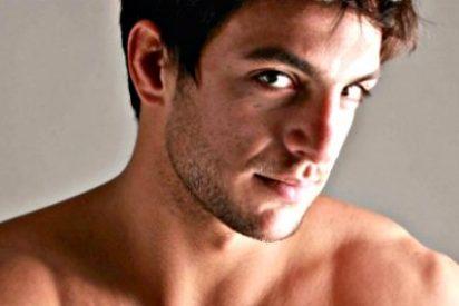 El desnudo y la 'talla' de Joaquín Ferreira en 'Club de Cuervos' agita las Redes Sociales