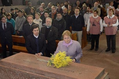 La presidenta de Chile visita el Santuario del Padre Hurtado