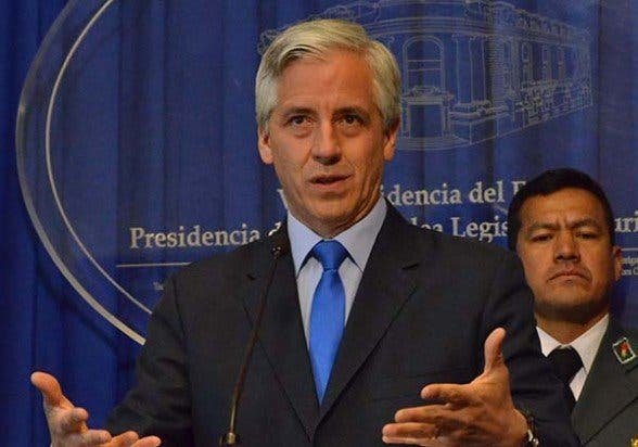 """Bolivia amonesta a su embajador en el Vaticano por decir que Evo tenía """"un trauma anticatólico"""""""
