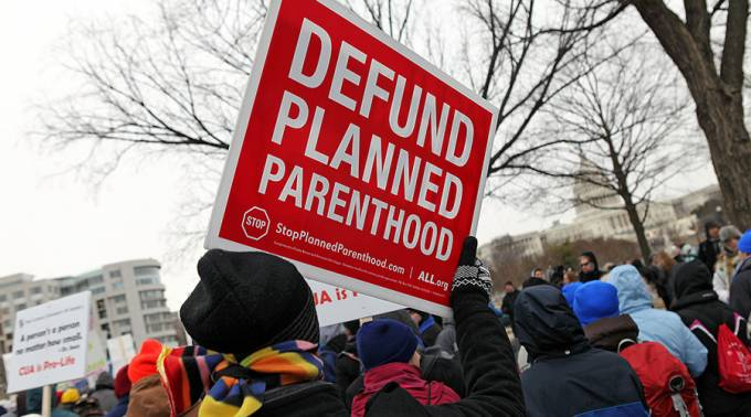 Miles de estadounidenses se movilizan contra Planned Parenthood