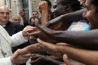 Francisco abrazó a diez jóvenes refugiados que desembarcaron en Lampedusa huyendo de Nigeria