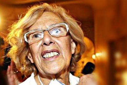 Manuela Carmena está más perdida que una gallina en un baile y se dedica a escribir e-mails a los funcionarios