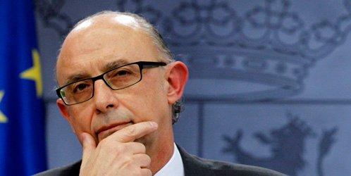 Montoro baja de 1.500 a 250 euros la multa mínima por no usar medios electrónicos al declarar datos fiscales