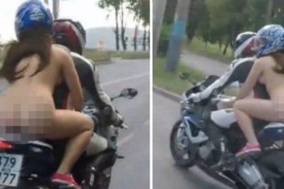 El vídeo de la joven con el culo en pompa que va como una moto y a toda mecha