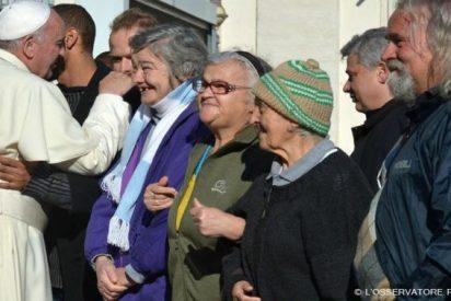 El Papa envía pasta, aceite, leche, galletes y otros alimentos a un centro de inmigrantes de Roma