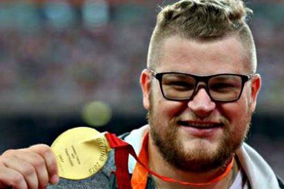 Gana el oro olímpico, se emborracha para celebrarlo y termina pagando la carrera del taxi con la medalla
