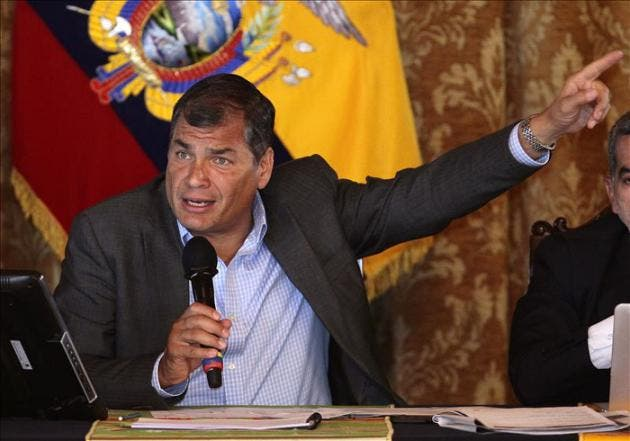 Correa presenta una carta protesta ante la Nunciatura