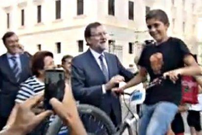 Mariano Rajoy se va de 'selfies' a la puerta del Congreso de los Diputados