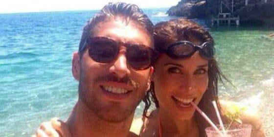 Pilar Rubio de vacaciones en la playa junto a su hijo