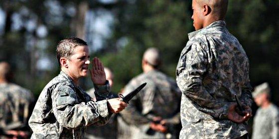 Dos mujeres de 'acero' hacen historia y se convierten en las primeras Rangers del Ejército de EEUU