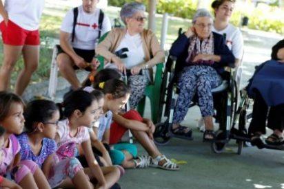 Niños de un Campamento pasan un día con los Mayores de una Residencia de Miajadas