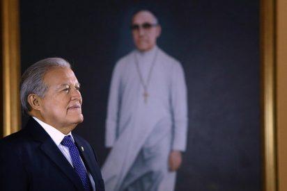 Presidente salvadoreño rinde homenaje a monseñor Romero