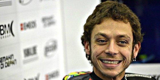 Rossi recupera el liderato y Márquez se va al suelo en Silverstone