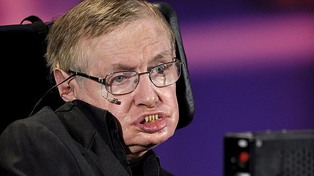 """Stephen Hawking: """"Si caes en un agujero negro, podrías terminar en otro universo"""""""