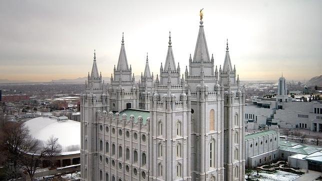 La Iglesia mormona nombra por primera vez a tres mujeres para cargos directivos