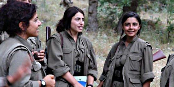"""""""Ellos nos violan, nosotras les matamos"""": La brigada femenina que lucha contra los decapitadores del Estado Islámico"""
