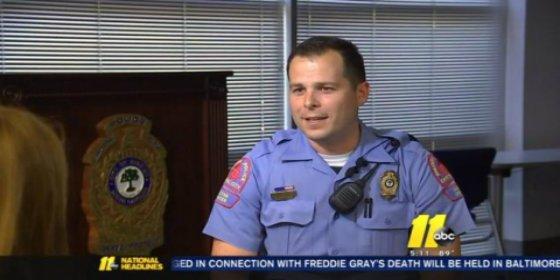 Así logra evitar el policía que un joven se suicide: dándole un abrazo