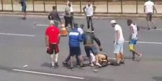 (Vídeo) La salvaje agresión de los ultras brasileños a un hincha rival