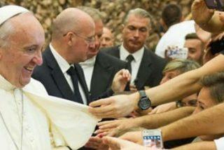 """Francisco: """"La Iglesia es la casa paterna en donde hay lugar para cada uno con su vida fatigosa"""""""