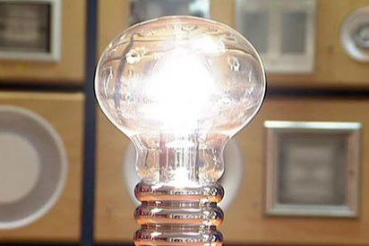 La luz sube un 2% en lo que va de año aunque desciende un 3,3% en agosto