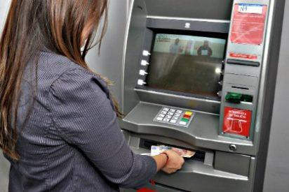 Los cajeros de Euro6000, Sabadell y Bankia bajan comisiones un 70%