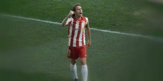 El Almería vende un jugador al Barcelona y despide a otro en sólo dos días