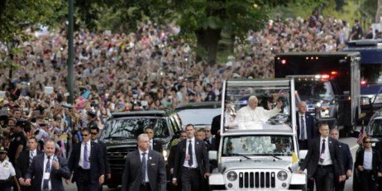 El Papa tiene molestias por el viaje, pero está bien