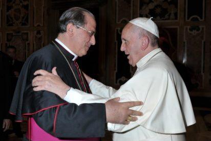 El Nuncio del Papa en España impone el Palio a Celso Morga