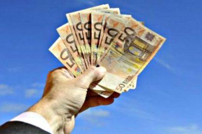 """Los catalanes van a la sucursal del banco a preguntar: """"¿Qué cambiaría para mi? ¿Quién garantiza mi dinero?"""""""