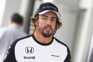 Alonso se harta en plena carrera y carga contra el motor de Honda