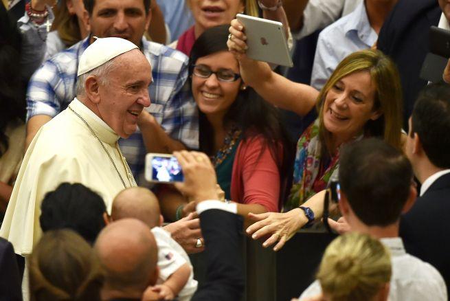 """La señora que se 'cuela' en la CNN: """"Le voy a tirar al Papa un zapato en la cabeza"""""""