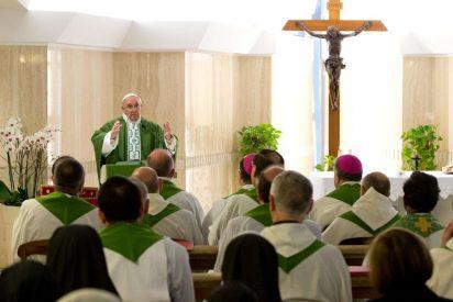 """Francisco: """"Jesus no considera un privilegio ser como Dios, se hizo igual que los hombres"""""""
