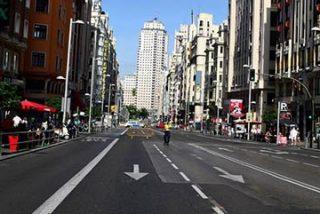 Otra ocurrencia de Carmena: el cierre de la Gran Vía al tráfico privado le da el martes a los madrileños