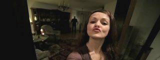 El escalofriante 'selfie del infierno' tetas en ristre... y con un demonio mordiscón