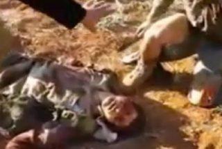[Vídeo sin censura] Los alaridos de un idólatra del EI mientras es decapitado... ¡tras haber sido violado!