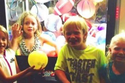 [Vídeo] Una niña de 6 años se queda atrapada en una máquina de juguetes