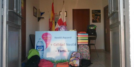 Cruz Roja y Nestlé Waters recaban material escolar para menores de Herrera del Duque (Badajoz)