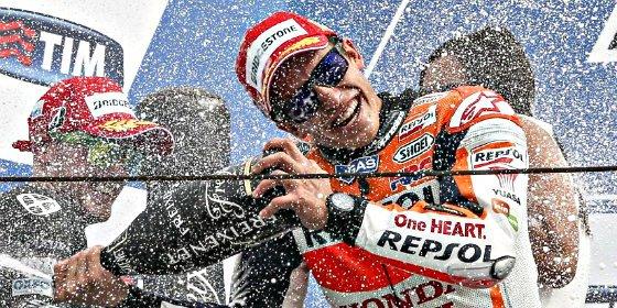 Marc Márquez reina de nuevo y Rossi se distancia del 'tiburón' Lorenzo