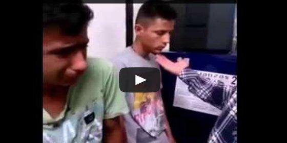 El funcionario que tortura a dos menores por robar un móvil
