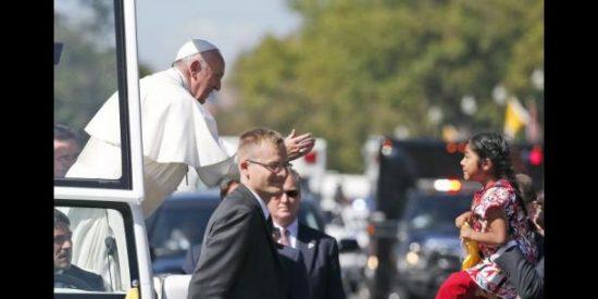 La niña que burló la seguridad y pidió al Papa ayuda para los indocumentados