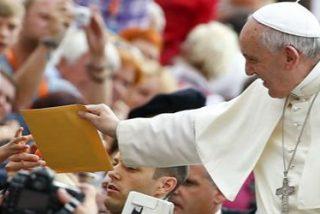 """El Papa denuncia """"a los que fabrican y venden armas bañadas en la sangre de tantos inocentes"""""""