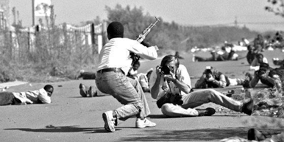 REPORTERO DE GUERRA: Fotógrafos, el audaz 'Bang-Bang Club' (XII)