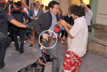 Así desenfunda su pistola un escolta de Rajoy ante un histérico manifestante en bermudas