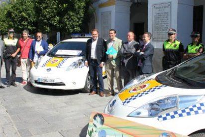 Entran en servicio dos vehículos cien por cien eléctricos en la Policía Local de Mérida