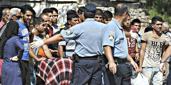 Croacia cierra su frontera empieza a enviar a los refugiados de Oriente Medio a Hungría